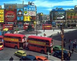 ميدان بيكاديلى فى لندن