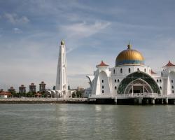 مسجد مضيق مالاكا فى ماليزيا