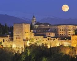 قصر الحمراء فى أسبانيا