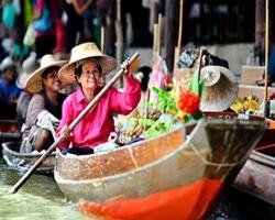 سوق دامنيون سادواك في تايلند