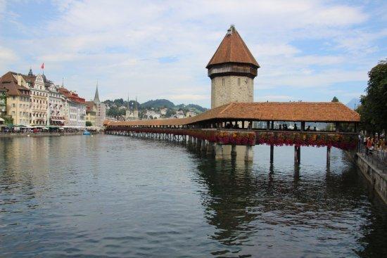 المعالم السياحية في لوزيرن سويسرا جسر كابيلبروكا