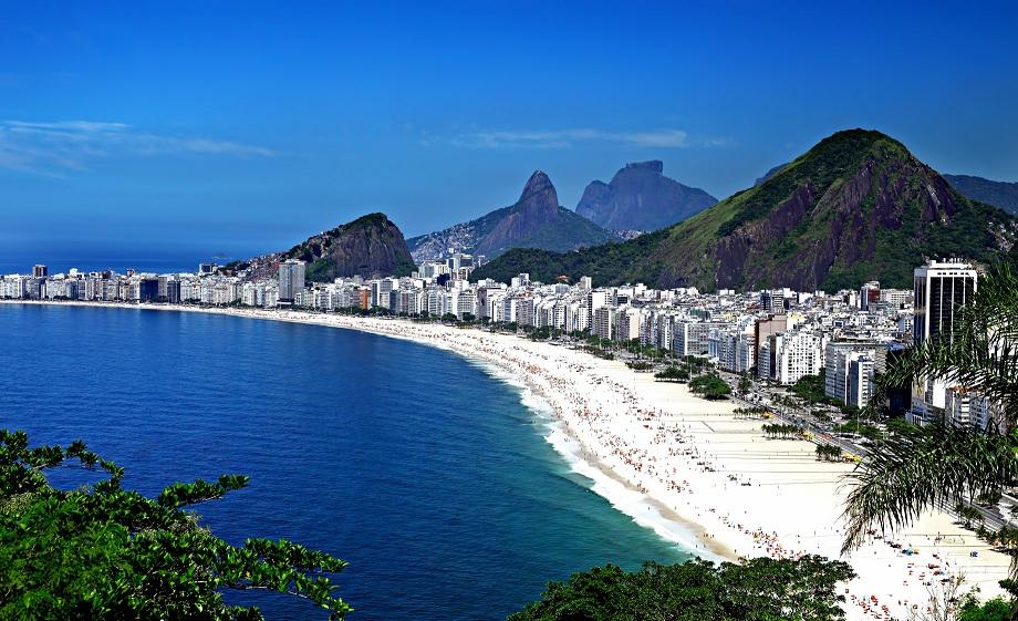شاطئ كوباكابانا ريو دي جانيرو البرازيل المسافرون العرب