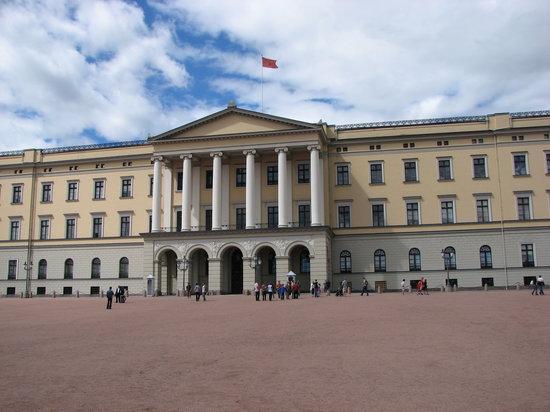 8 انشطة سياحية يمكن القيام بها بالقصر الملكى في اوسلو