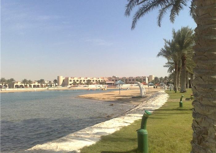 شاطئ نصف القمر المنطقة الشرقية السعودية المسافرون العرب