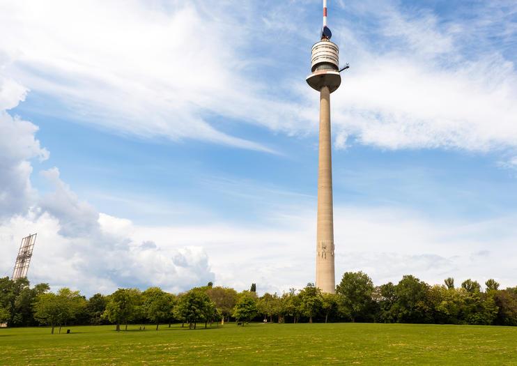 مناظر رائعه و طعام ممتاز فى برج دانوب - Donauturm