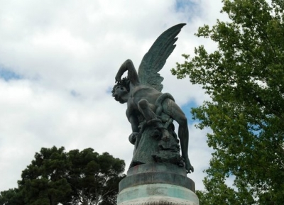 نافورة الملاك الساقط