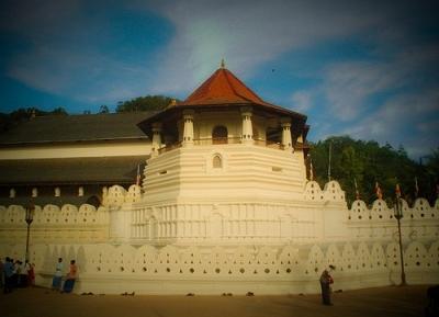 معبد سري دالادا ماليجاوا (معبد السن)