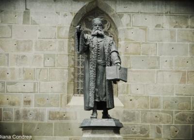 تمثال جوهان هونتيروس