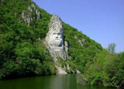 المنحوته الحجريه لديسيبالوس