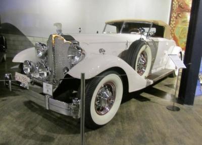 متحف عالم فن الملبوسات & السيارات الكلاسيكيه
