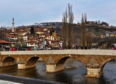 الجسر اللاتينى