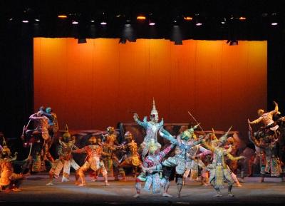 الرقص الكلاسيكي التقليدي التنكري على مسرح تشالرمكرونغ