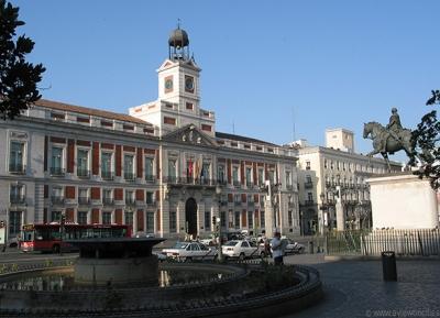 ساحة بويرتا ديل سول