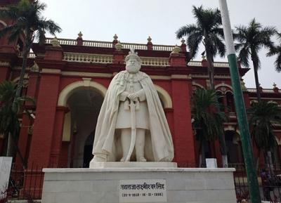 تمثال دربانجا