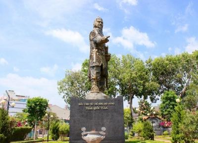 تمثال تران هونغ داو