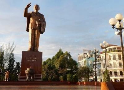 تمثال هوشي مينه