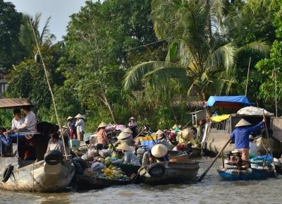 سوق فونج دين العائم