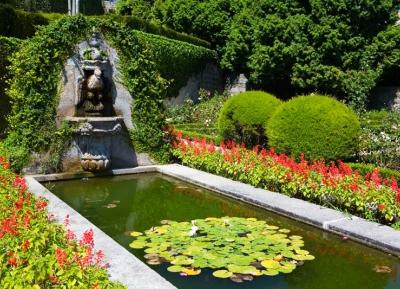 حدائق كريستال بالاس