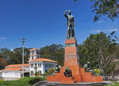 النصب التذكاري ل ليون كورتيس
