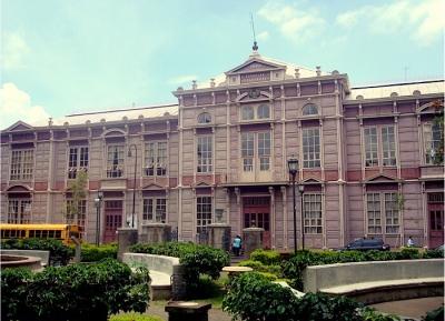 المبنى المعدني