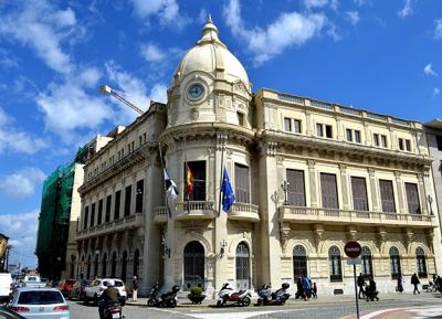 قاعة مجلس المدينة