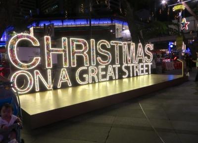 عيد الميلاد في شارع كبير