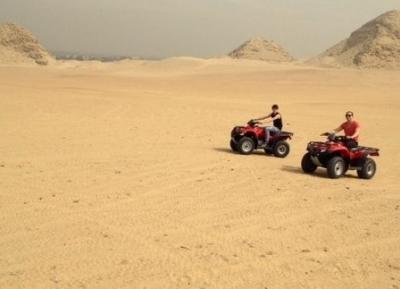 ركوب الدراجات الرباعية في الصحراء الغربية