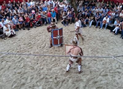 لما لا تجرب ان تكون مصارع روما او جلاديتور