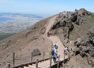 تسلق جبل فيزوف