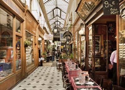 سحر باريس فى الممرات المغطاه
