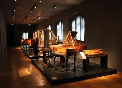 ثقافات متعدده فى متحف بازل الاثرى