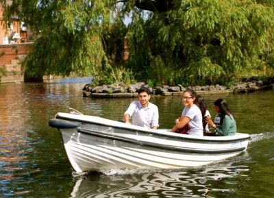جولة بالقارب فى نهر أفون
