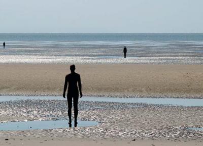 سحر البحر الايرلندى فى شاطئ كروسبي