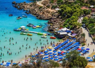 سحر مياه المتوسط فى خليج كونوس