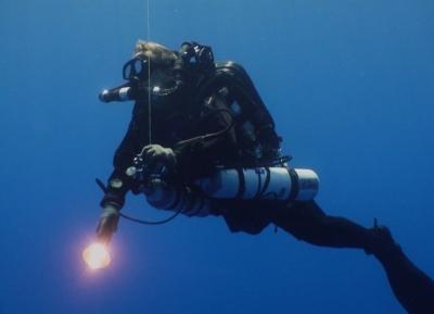 الغوص فى مياه لارنكا
