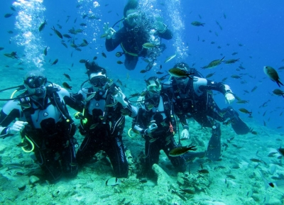 الغوص فى مياه أغيوس نيكولاوس