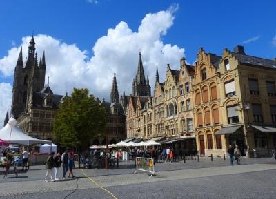 جولة حول ساحة السوق