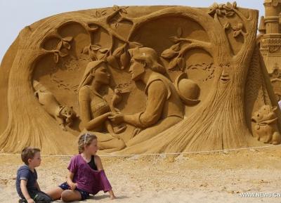 مهرجان النحت على الرمال