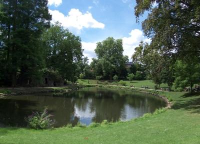 اذهب للمشى و التنزه فى حديقه مارى لويز