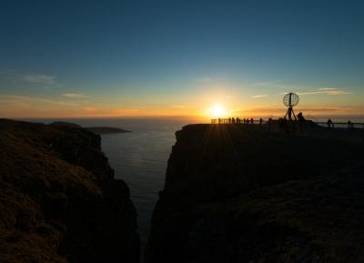 استمتع بشمس منتصف الليل في  جبل رونفيكفييه -  Mount Rønvikfjellet