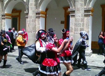 مهرجان Yelagin Park لمسرح الشارع