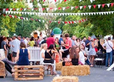 الطعام و اجواء الاحتفال Street Soirée