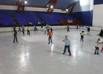 اذهب للتزلج على الجليد في ديربان آرينا