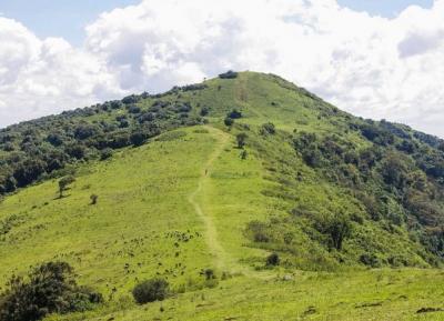 تسلق الجبال و المشى و ركوب الدراجات عبر التلال و الوديان الخلابه