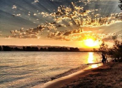 اكتشف سحر ساحل الغروب the Sunset Coast